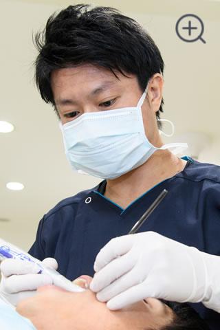 定期検診で歯石取りなども行い、健康なお口の状態を維持します