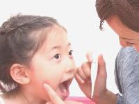 フッ素ジェルを歯に塗布してむし歯予防