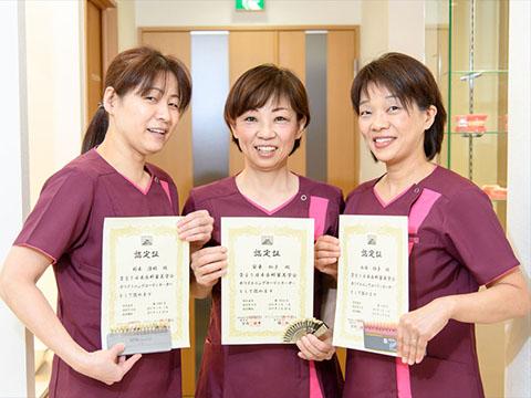 日本歯科審美学会ホワイトニング コーディネーターの資格を持っている、かきうち歯科医院の歯科衛生士さん達