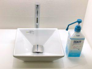 診療室入ってすぐの洗面でアルコール消毒